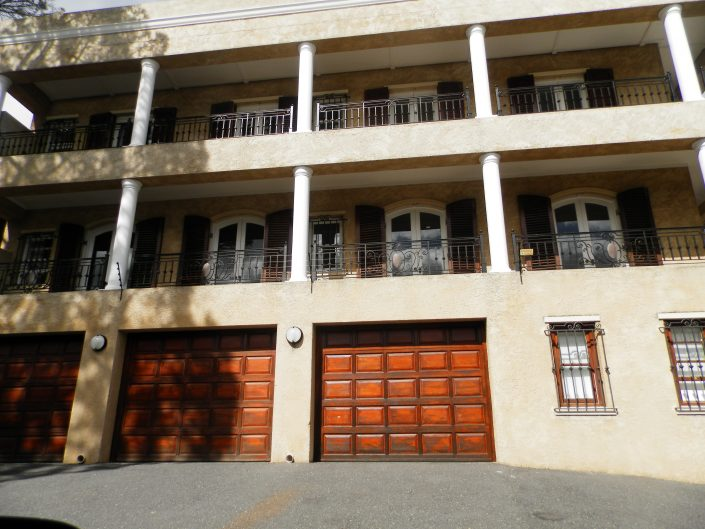 upmarket-house-in-camps-bay
